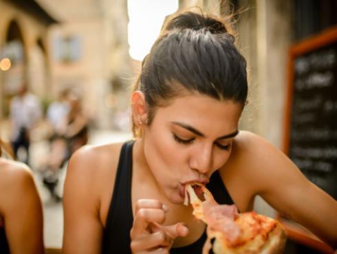 ¡Toma nota! Estos son los alimentos que te hacen engordar más rápido