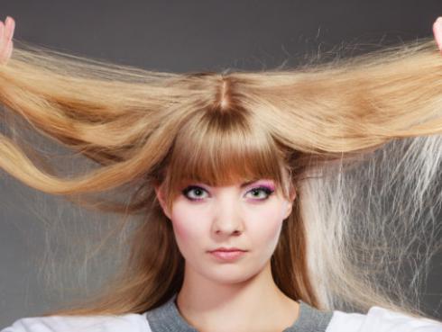 Truco para desenredar tu cabello maltratado
