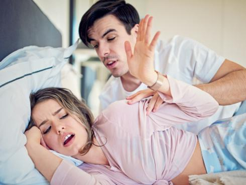 ¿Tu pareja es inexperto en la cama? Estas acciones lo delatan