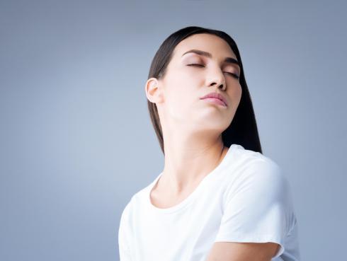 Rejuvenece tu rostro con el yoga facial