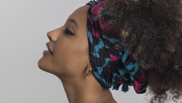 3 formas de usar una pañoleta en el cabello
