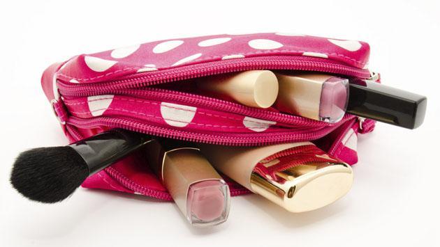 3 productos básicos de belleza que debes llevar en un viaje
