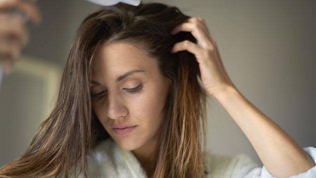 Tratamiento nocturno para el cabello que te dejará increíbles resultados