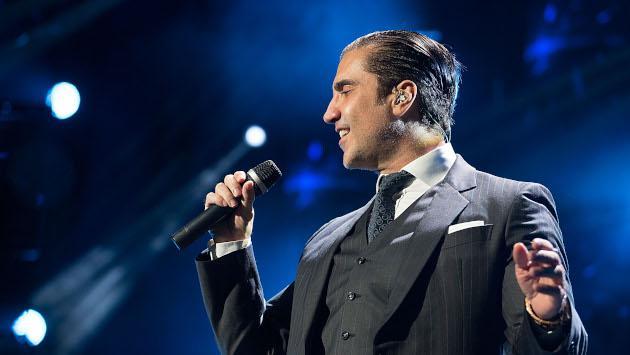 Alejandro Fernández y David Bisbal cantan en vivo 'Abriré la puerta'