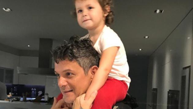 Alejandro Sanz publica esta tierna fotografía al lado de su hija Alma