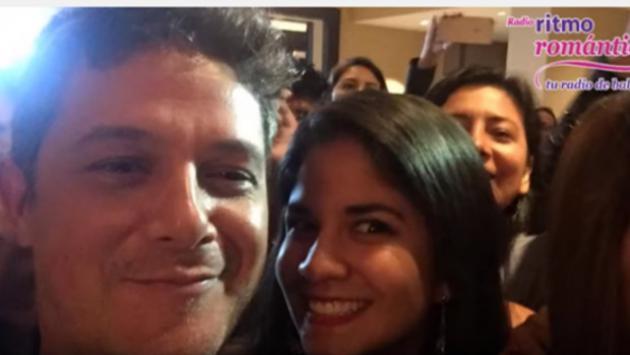 Alejandro Sanz se toma 'selfie' con fanática