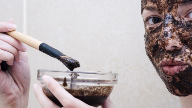 Aplica esta mascarilla de café en tu rostro y tonifica tu piel