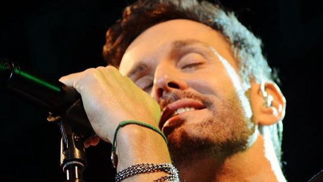 Axel conmueve a Alejandro Sanz con cover de 'Mi soledad y yo'