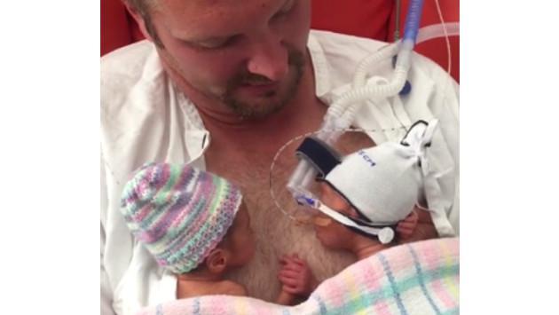 Bebés prematuros sorprenden al mundo tomándose de la mano