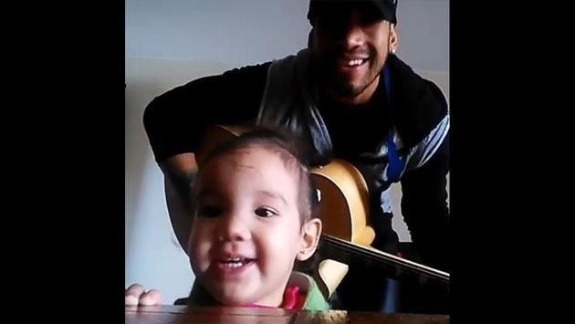 Beto Gómez del Dúo Idéntico canta junto a su hija [VIDEO]