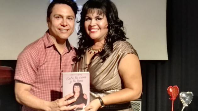 Blanca Ramírez presentó su segundo libro 'Entre la Arena y la Luna'