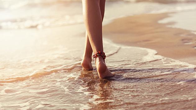 Caminar a la orilla del mar nos ayudará a adelgazar