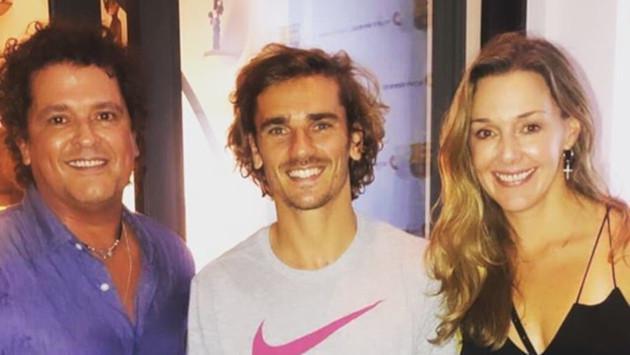 Becky G, Carlos Vives y Nicky Jam arman fiesta improvisada con futbolistas