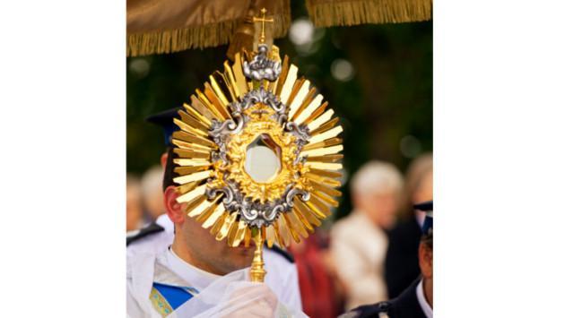 ¡Celebremos a Cristo Eucaristía, pan y vino consagrados para nuestro alimento espiritual!