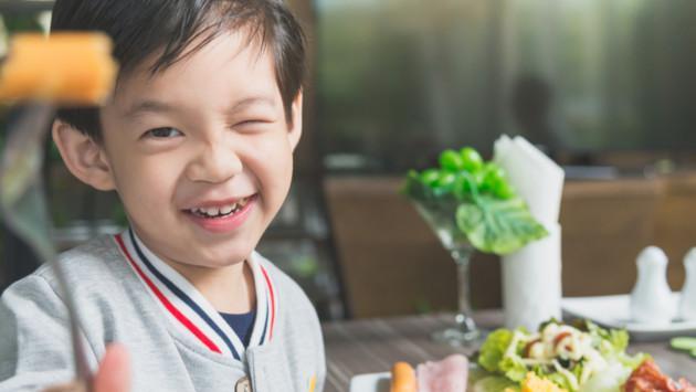 Claves para que tu hijo tenga buenos hábitos alimenticios