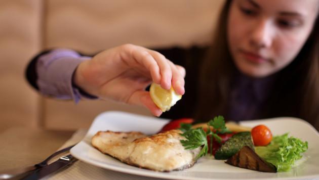 Comer pescado disminuye probabilidades de adquirir cáncer de piel