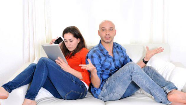 ¿Cómo actuarías si sientes que tu pareja le da más importancia a su trabajo que a la relación?