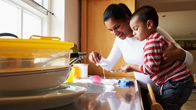 Cómo lograr que tu hijo colabore en el hogar