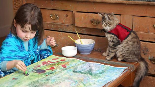 Un gato le cambió la vida a una niña autista