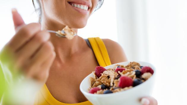 Conoce los alimentos que nos ayudan a comer lo justo
