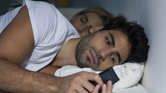 ¿Coquetear por mensajes es una infidelidad?