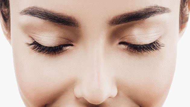 Descubre cómo estimular el crecimiento de las cejas