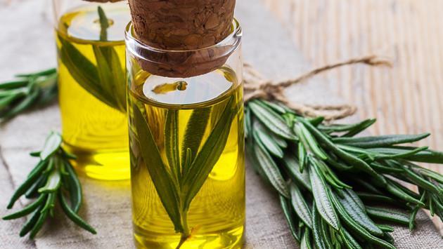 Descubre cómo hacer un aceite de romero casero