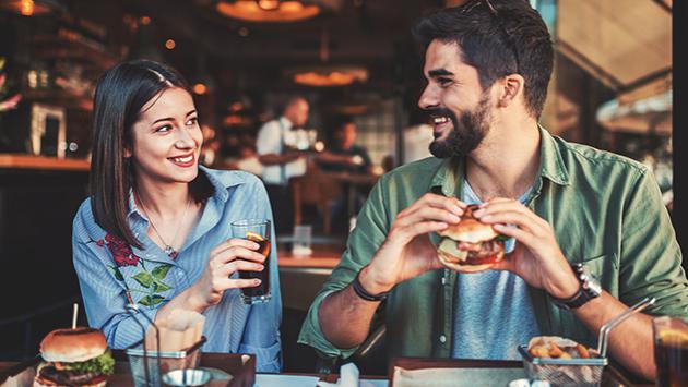 Detalles que indican que sí le agradaste en la primera cita