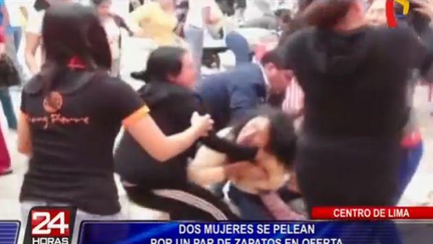 ¡Dos mujeres pelean en galería por un par de zapatos!