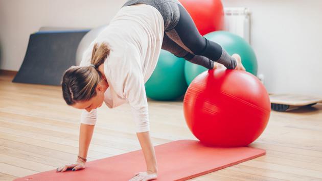 Ejercicios abdominales con pelota de pilates