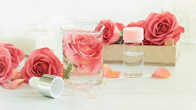 Beneficios del agua de rosas