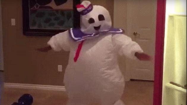 El disfraz de Halloween de este joven y su baile se volvieron viral [VIDEO]