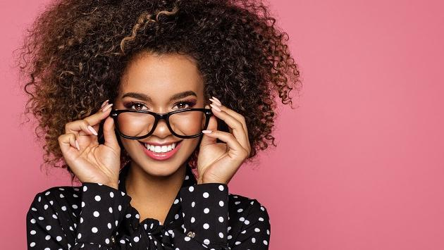 Trucos de maquillaje si usas lentes