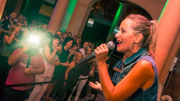 Vicky Corbacho ya tiene fecha para el lanzamiento del video oficial de 'Qué bonito'