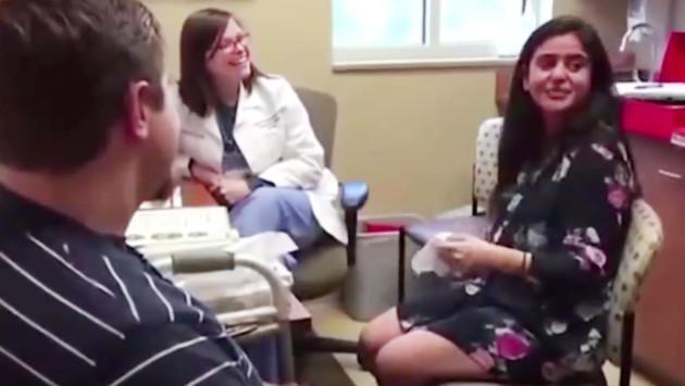 Ella escuchó por primera vez y su novio le pidió matrimonio
