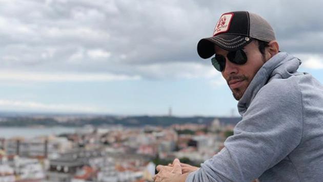 """Enrique Iglesias confesó extrañar """"como loco"""" a sus mellizos en su gira"""