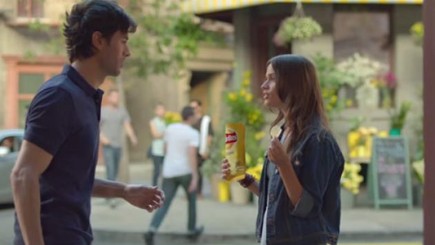 Enrique Iglesias protagoniza comercial y enciende las redes sociales