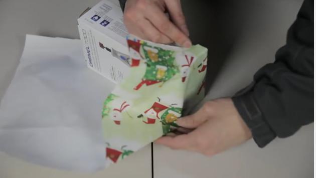 ¡Envuelve un regalo en tan solo 12 segundos! (VIDEO)