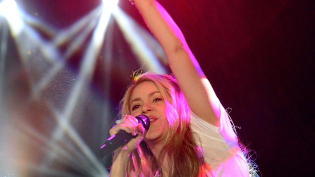 Así reaccionó Shakira cuando un fan la sorprendió en el escenario