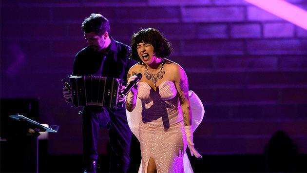 ¡Espectacular! Mon Laferte brilló en el escenario del Festival Viña del Mar