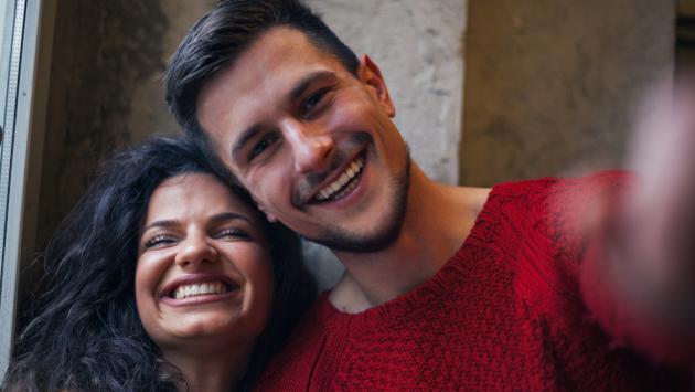 Estudio revela por qué las parejas felices engordan