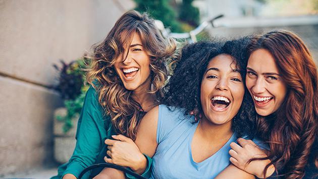 Estudio revela que las mujeres que hablan más, viven más