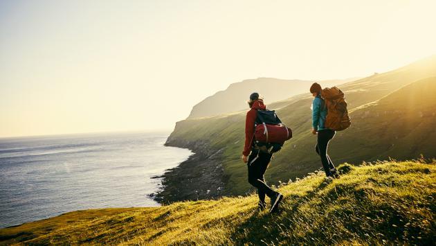 Estudio revela que viajar produce más felicidad que casarse y tener hijos