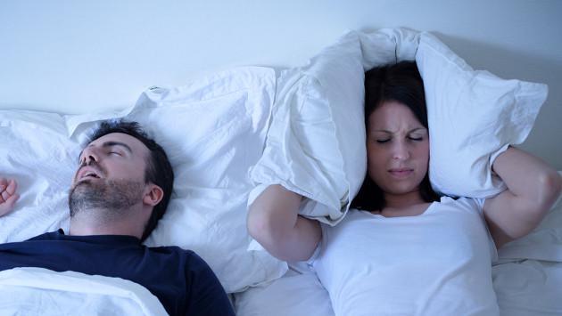 Evita los ronquidos y la apnea de sueño con estos consejos