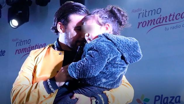 Ezio Oliva le cantó a su hija Antonia en el escenario del Festival de Baladas