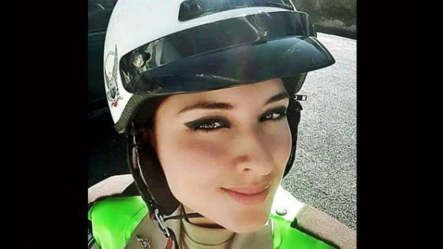 Facebook está preso por esta linda mujer policía que por un selfie saltó a la fama
