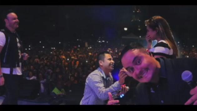 Fan de Río Roma le propone matrimonio a su novia en pleno concierto