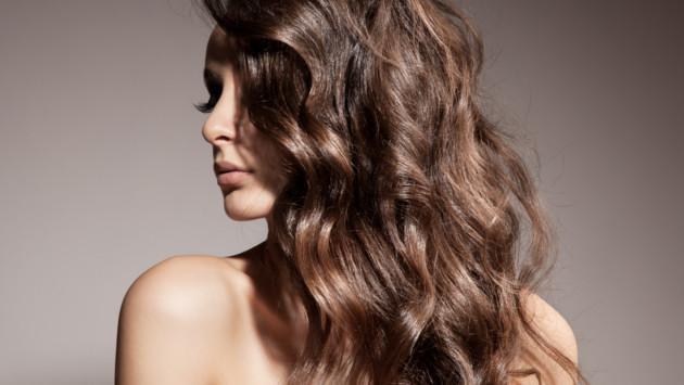 Formas de conseguir ondas surferas naturales en tu cabello