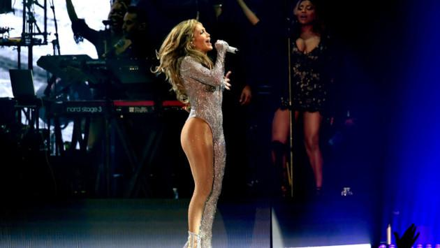 Jennifer Lopez cantó en vivo junto a su hija Emme