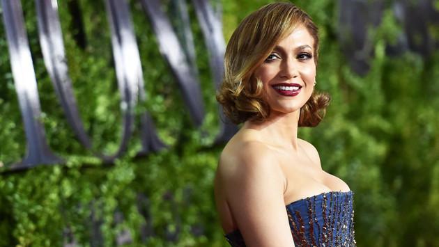 Jennifer López mostró más de la cuenta durante concierto